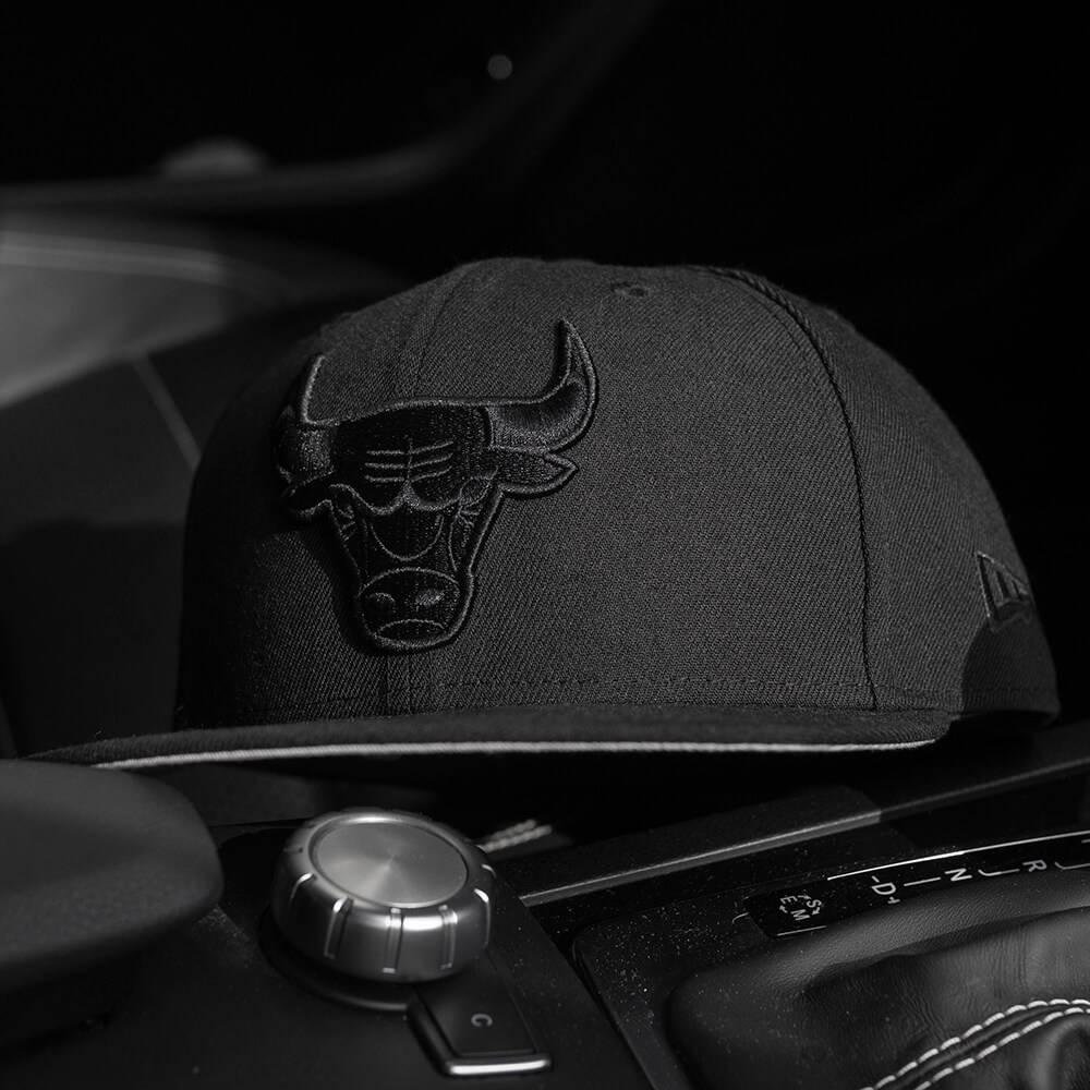 LIMITED 9FIFTY NBA CHICAGO BULLS BLACK ON BLACK/GREY UV SNAPBACK