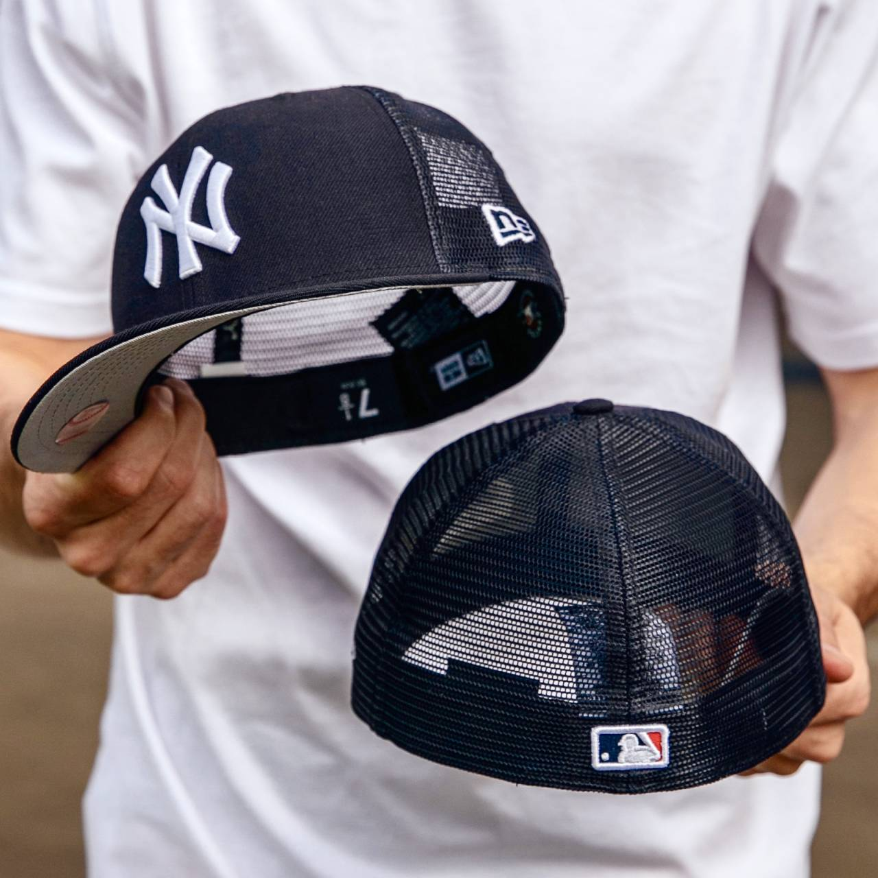 EXCLUSIVE 59FIFTY MLB NEW YORK YANKEES NAVY MESH FITTED/ GREY UNDERBRIM