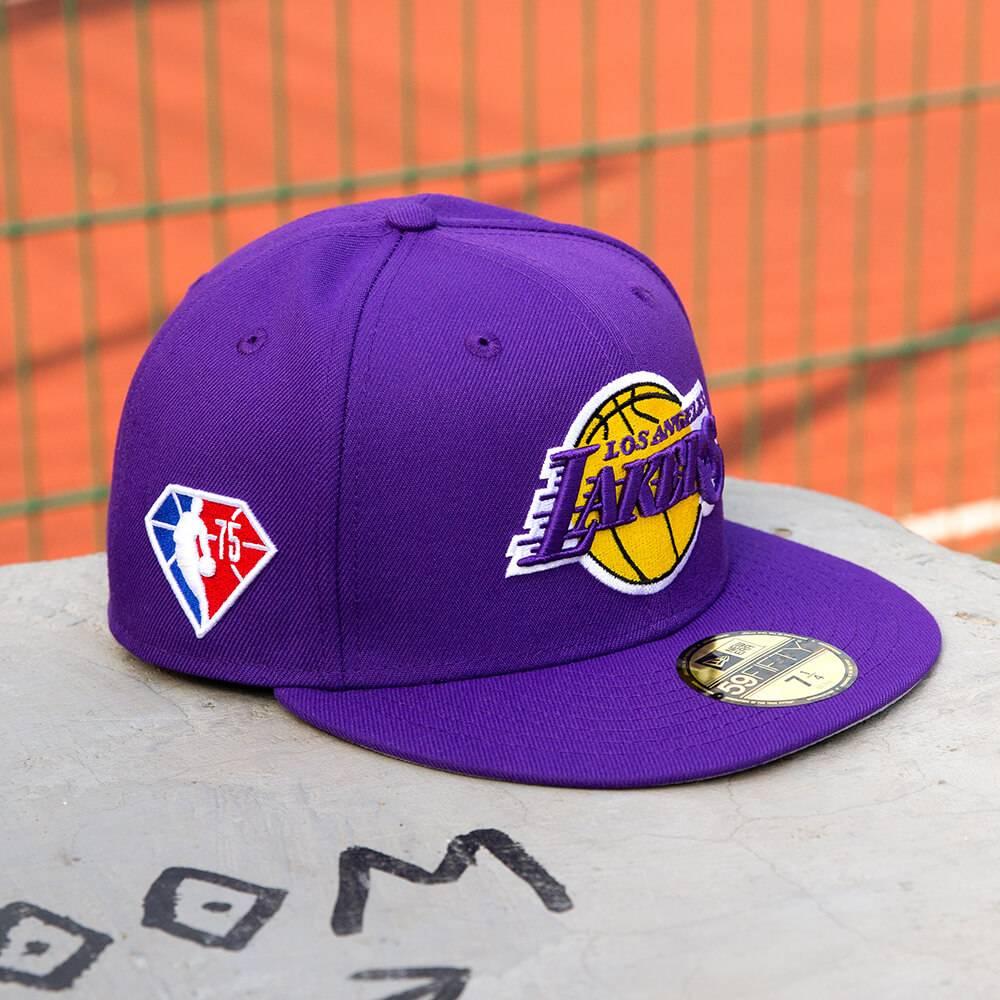 LIMITED 59FIFTY NBA LOS ANGELES LAKERS 75TH ANNIVERSARY LILA/GRAU UNTERSCHIRM